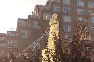 Une statue de Christophe Colomb déboulonnée à Baltimore)
