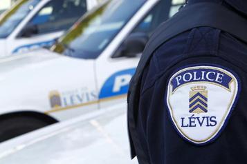 Un forcené tient les policiers en haleine à Lévis)