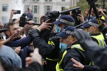 Manifestation anti-confinement à Londres Dix personnes arrêtées et quatre policiers blessés)
