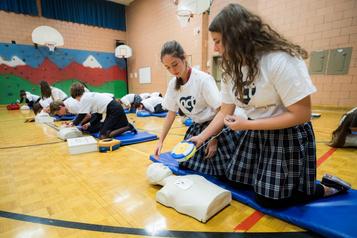 Un défibrillateur danschaque école secondaire du Québec