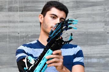 Des Lego pour prothèse L'incroyable idée d'un jeune Andorran, né sans avant-bras)