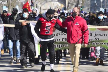 La reprise des sports réclamée lors d'une marche à Québec)