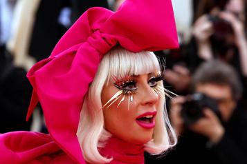 «Mon cœur souffre» Lady Gaga offre 500000dollars de récompense après le vol de ses chiens)