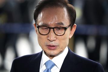 L'ex-président sud-coréen Lee Myung-bak définitivement condamné à 17 ans de prison)