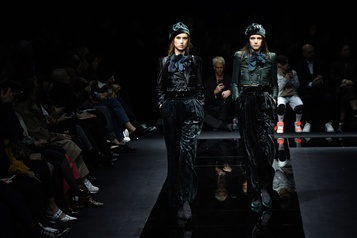 Mode à Milan: Armani contre les tendances, Versace glamour