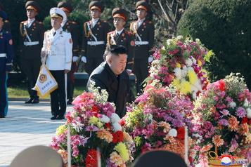 Kim Jong-un rend hommage aux soldats chinois décédés lors de la guerre de Corée)