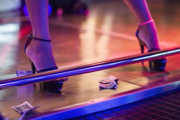Les clients d'un bar de danseuses de Toronto exposés à la COVID-19)