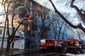 Ukraine: 14 disparus dans l'incendie d'un immeuble