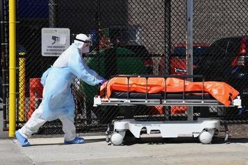 Près de 1200 morts aux É.-U. en 24h, pire bilan quotidien dans un pays