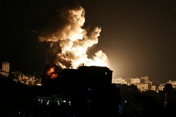 Les raids d'Israël s'intensifient à Gaza)