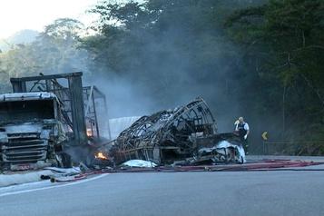 Brésil: au moins 41 morts dans un accident de la route)