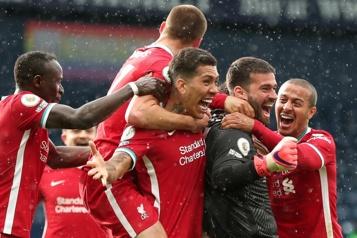 Le gardien Alisson marque le but victorieux de Liverpool)