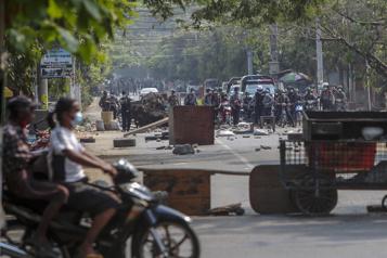 Birmanie Tirs sur des manifestants, les journalistes de plus en plus ciblés)