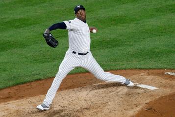 Les Yankees offrent un contrat de 3ans à Aroldis Chapman