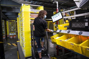 Amazon embauchera 100000employés pour les Fêtes)