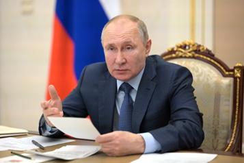 La Russie doit rester une puissance nucléaire et spatiale, dit Poutine)