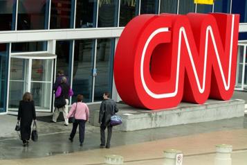 CNN congédie trois employés nonvaccinés)