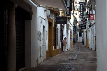 L'Espagne vidée de ses touristes par la pandémie)