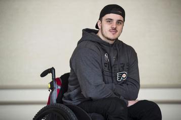 Un ex-Broncos paralysé poursuit les chauffeurs