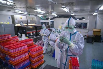 Pourquoi manipule-t-on des virus en laboratoire? )