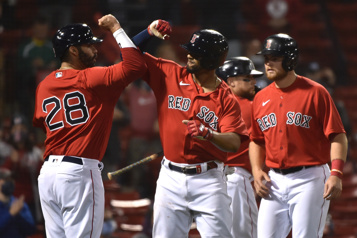 Les Red Sox battent les Blue Jays 4-2)