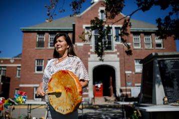 Pensionnats pour Autochtones Justin Trudeau se rend à Tk'emlúps te Secwepemc