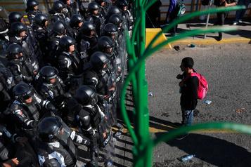 Une caravane de migrants d'Amérique centrale a tenté d'entrer au Mexique