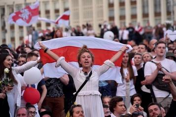 Biélorussie: plusieurs milliers de manifestants rassemblés à Minsk)