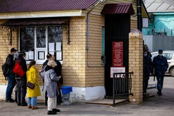 Russie Navalny est «très faible» et toujours privé de soin, selon ses avocats)