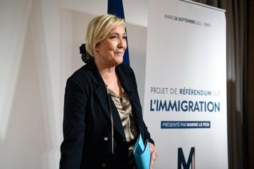 Concurrence à droite LePen met l'accent sur l'immigration face à Zemmour et Macron)