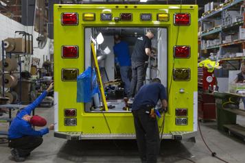 Une ambulance 100% québécoise de Demers Ambulances et Lion Électrique