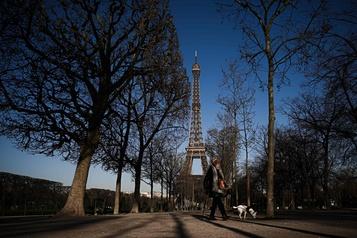 Le coronavirus plane sur le tourisme à Paris