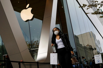 Ventes d'iPhone plus faibles Apple chute à Wall Street)
