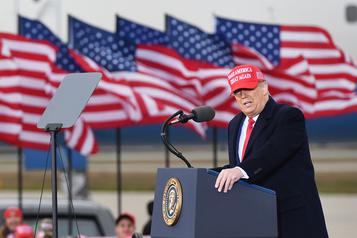 Donald Trump s'en prend à ses «stupides» détracteurs républicains)