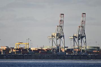 Port de Montréal Les débardeurs menacent de déclencher la grève )