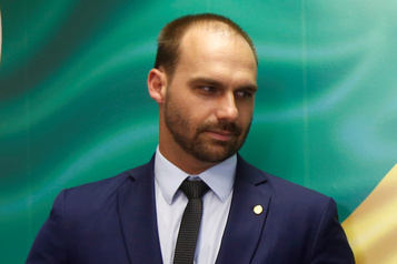 Brésil Pékin dénonce les accusations de cyberespionnage d'un fils Bolsonaro)