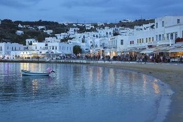 Mykonos, île «fantôme», attend ses touristes)