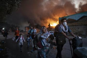 Incendie du camp de réfugiés Moria Quatre Afghans condamnés à 10ans de prison )
