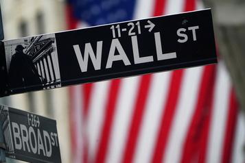 Wall Street finit dans le rouge après le coup d'envoi de la saison des résultats)
