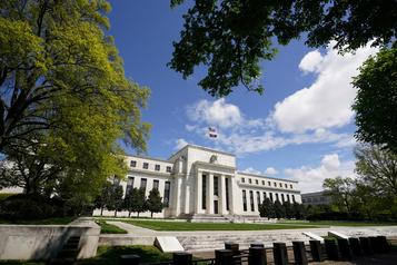 La Fed ordonne aux grandes banques de suspendre leurs programmes de rachat d'actions)