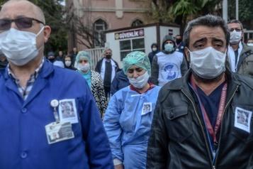 La COVID-19 a contaminé près d'un million de personnes et fauché 47000 vies