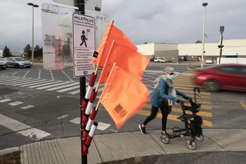 Des fanions pour traverser la rue à Vaudreuil-Dorion)