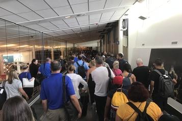 Long temps d'attente aux douanes à l'aéroport Pierre-Elliott-Trudeau