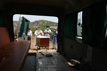 COVID-19 L'Inde recense plus de 4000morts en une journée)