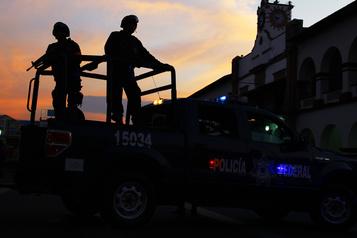 Mexique: 12hommes assassinés retrouvés dans une camionnette)
