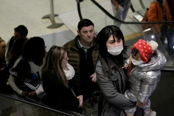Épidémie: les derniers voyageurs ayant pu quitter Wuhan racontent