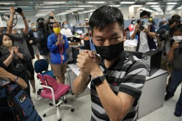 Répression chinoise Trois responsables de la rédaction de l'Apple Daily arrêtés)