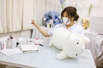 Japon Une clinique pour les peluches abîmées)