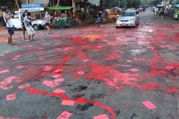 Birmanie De la peinture rouge dans les rues pour dénoncer la répression)
