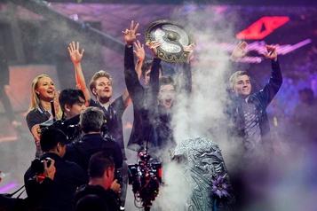 Une équipe de esport remporte un prix record de 15 millions